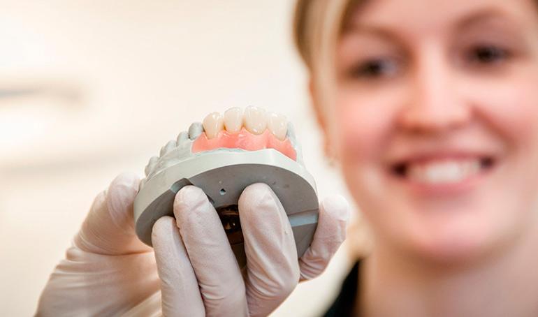 Как можно вернуть деньги за протезирование зубов